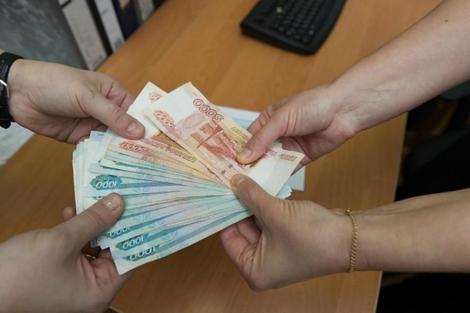 С июня прошлого года по январь текущего директор обогатился на четыре миллиона рублей.