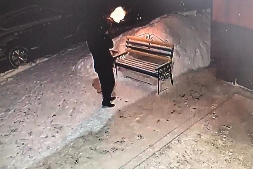 В Нижневартовске неизвестный устроил стрельбу возле жилого дома