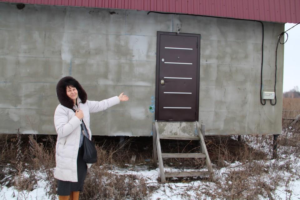 """Инна Кутейникова: """"Обещали отделанный дом, а поставили только такую вот коробку."""