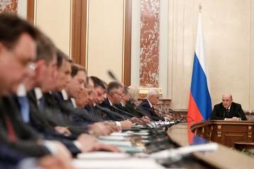 Первые шаги новых министров: упростить силовикам доступ к перепискам россиян и развивать 20 главных регионов