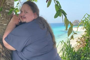 242-килограммовый сын Никаса Сафронова показал провокационные фото с пляжа