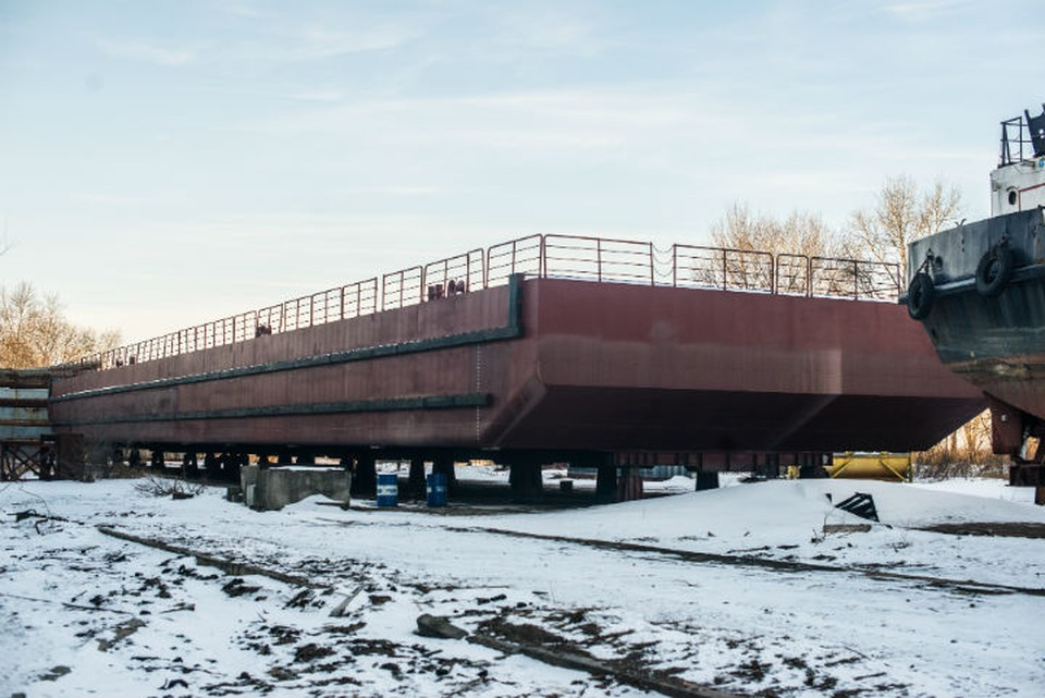 Конфликт между Хабаровским судостроительным заводом разгорелся вокруг понтона-батопорта, который должен стать финальным кусочком паззла дамбы-долгостроя. Фото: Александр Янышев