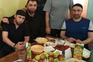 В Кремле прокомментировали фото убийцы Немцова на застолье в колонии