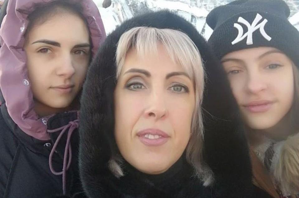 Юлия Кузьмина с двумя дочками - Ириной и Екатериной. Фото: Архив героя публикации.