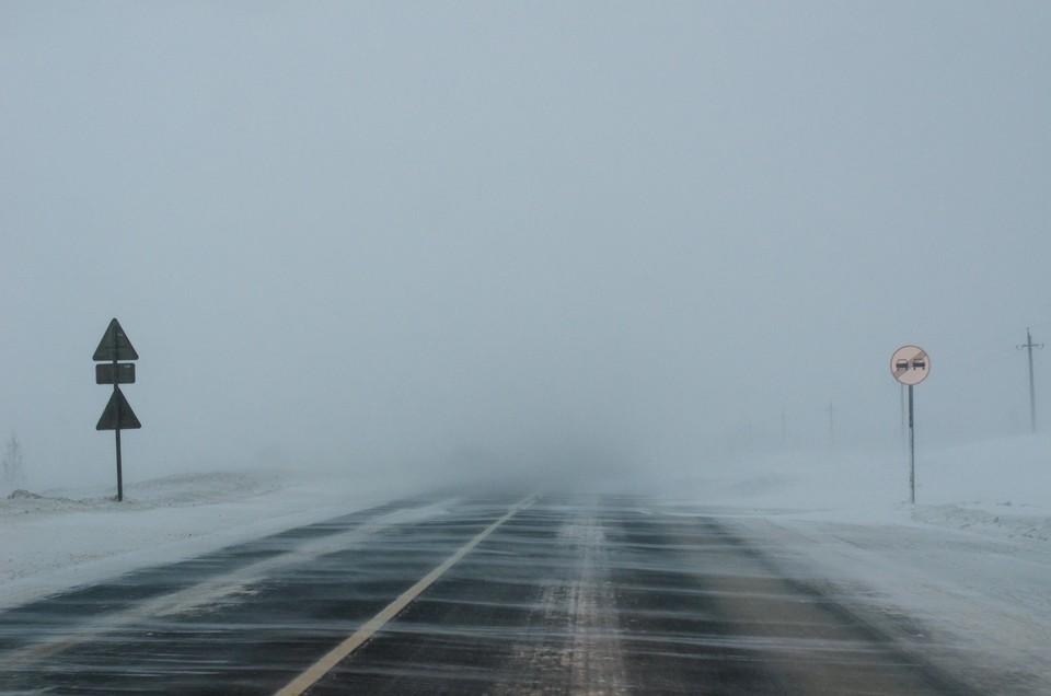 Из-за сильной метели движение по трассе на несколько часов было закрыто
