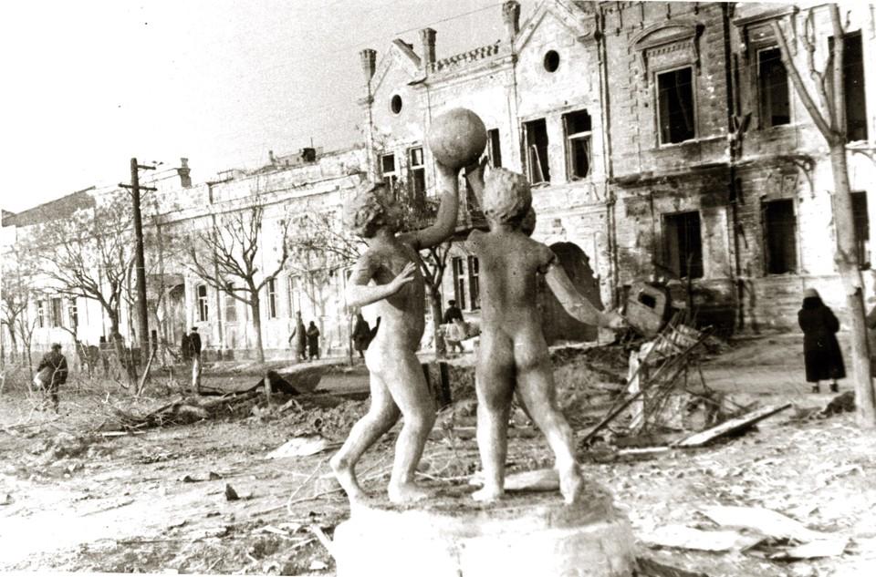 Первое освобождение Керчи пришло в самом конце 1941 года и продержалось до мая 1942-го. Фото Е.Халдей ВКИКМЗ