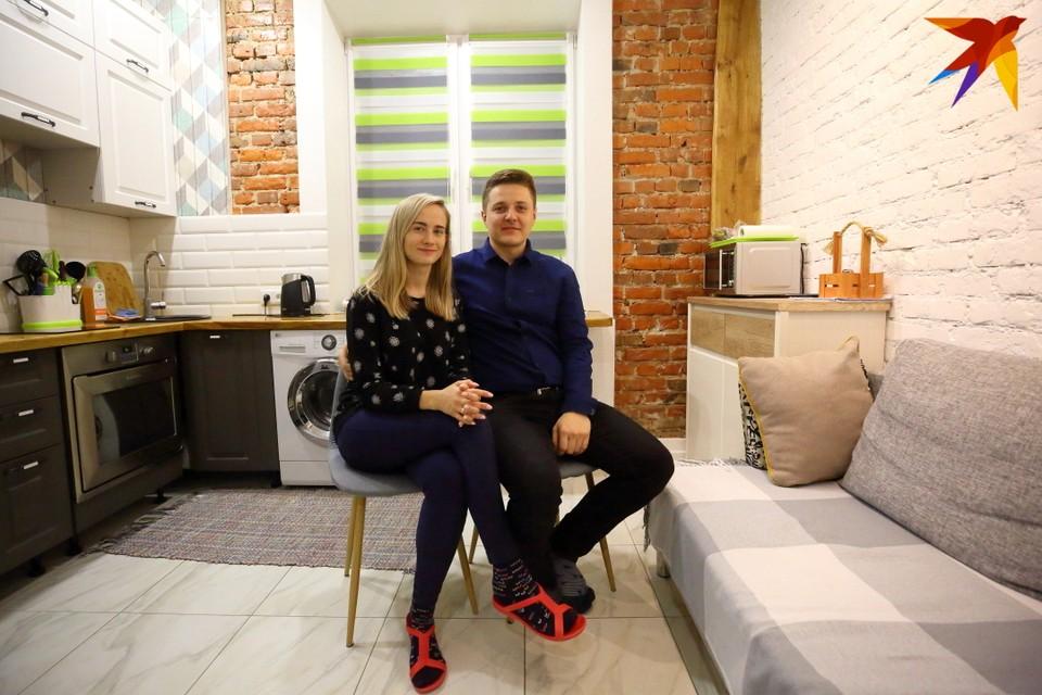 Игорь и Женя живут в квартире площадью 30 квадратных метров.