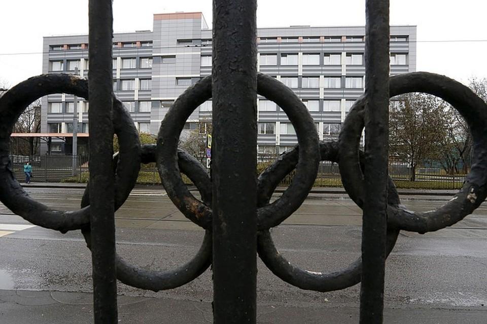 CAS рассмотрела заявление адвокатов российских биатлонисток о том, что подписи в документах Международного олимпийского комитета (МОК) поддельны. Суд требует, чтобы МОК в течение суток предоставил объяснения по этому вопросу.