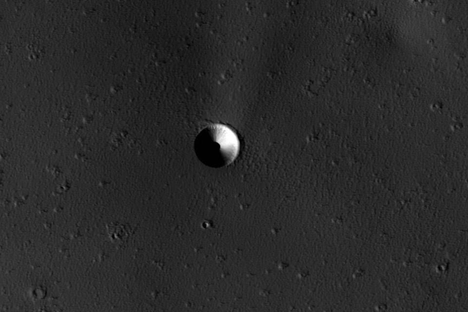 Одно время казалось, что на поверхности Марса стоит прозрачный купол.