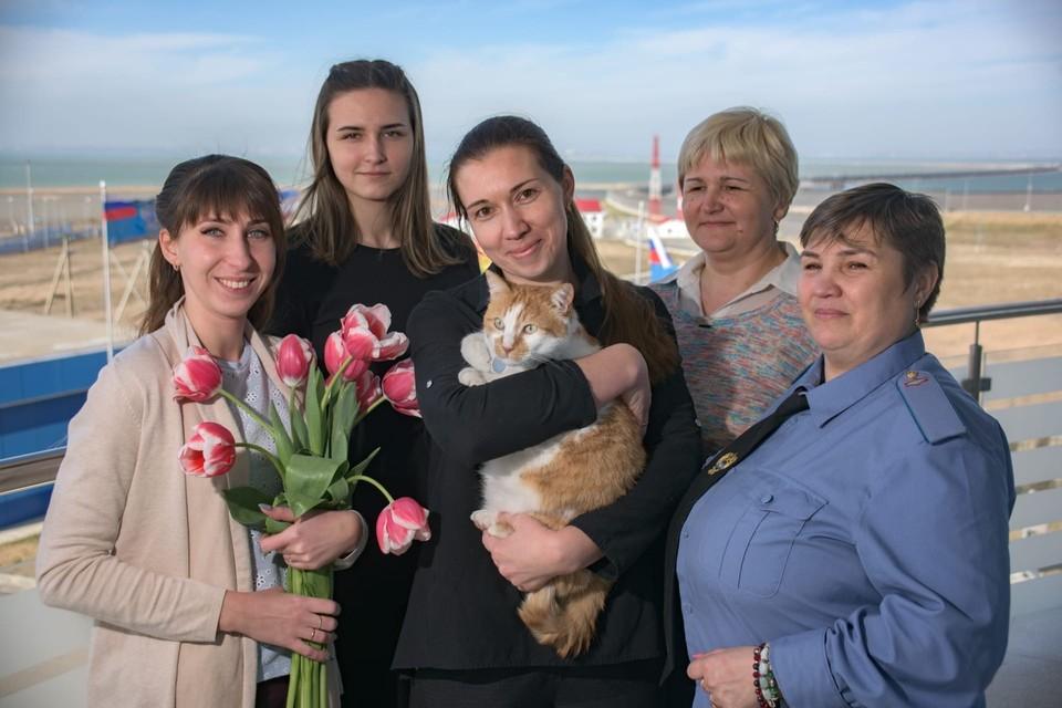 С праздником, любимые женщины! Фото: кот Моста/VK