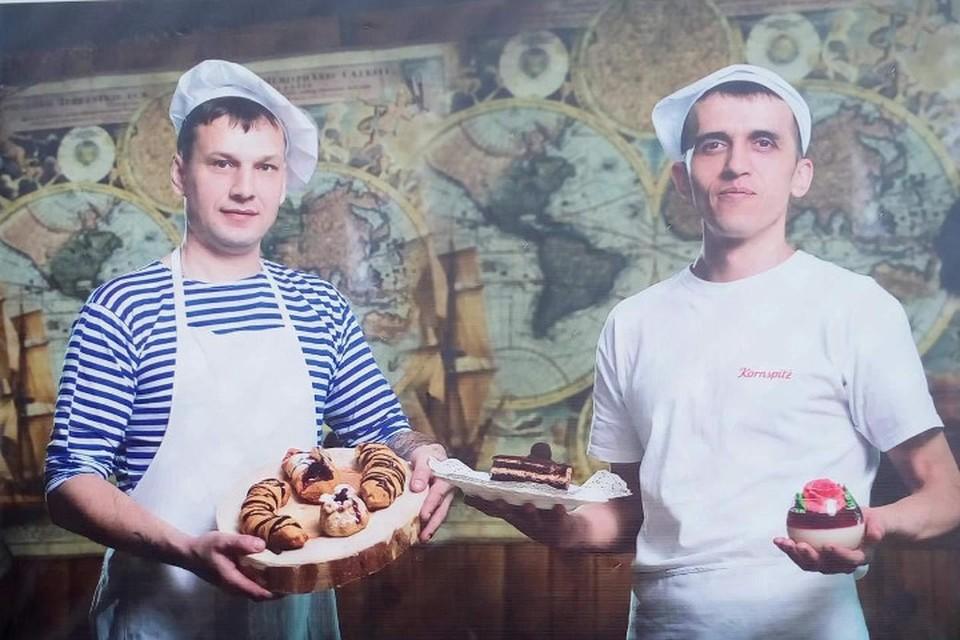 Два друга-пекаря спасли на пожаре соседку, забравшись на ее балкон по водосточной трубе в Иркутске. Фото: личный архив героев публикации