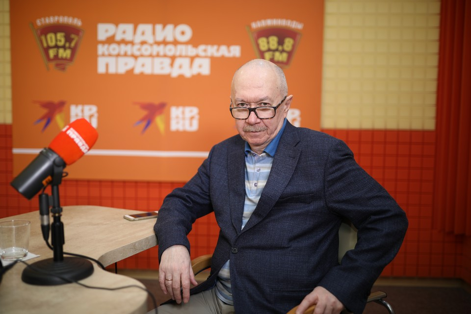 Писатель Денис Драгунский
