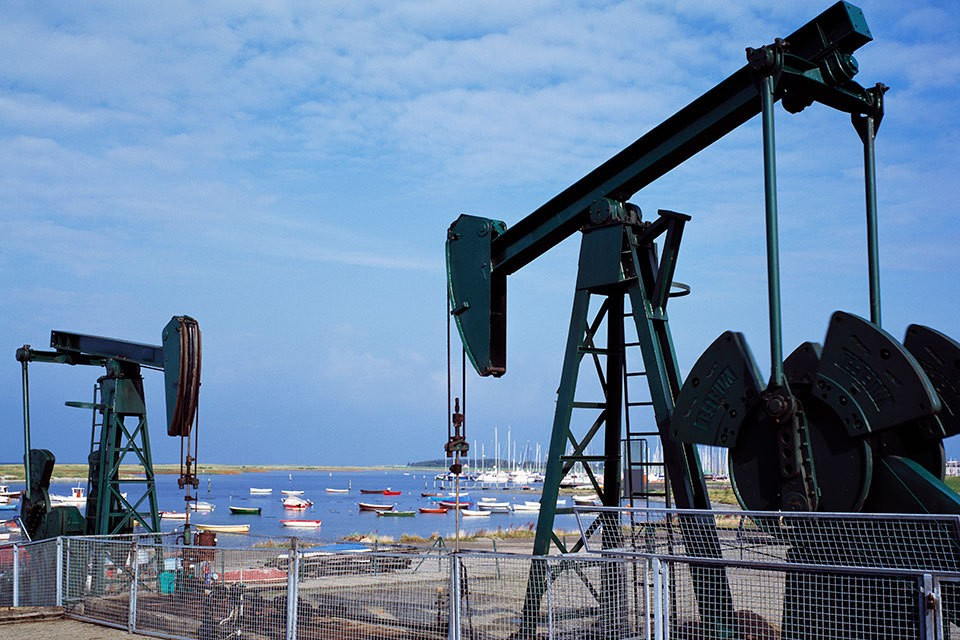 Цены на нефть упали $55 до менее чем $35 за баррель после отказа стран-производителей черного золота поддержать решение ОПЕК.