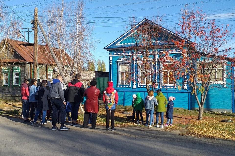 """Волонтеры уже восстановили фасады трех домов Фото: Фонд """"Сосновый остров"""""""