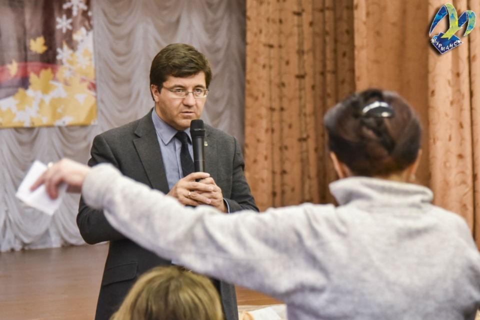 Евгений Никора сдал экспресс-тест на коронавирус. Фото: администрация Мурманска