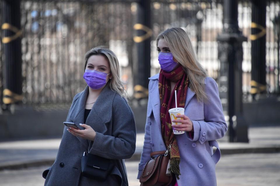 Сибиряки начинают потихоньку носить маски.