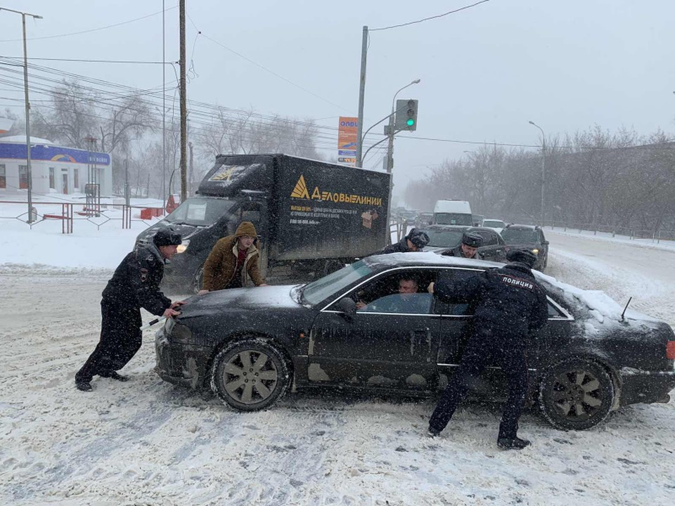 Сложные погодные условия оказали большое влияние на ситуацию на дорогах