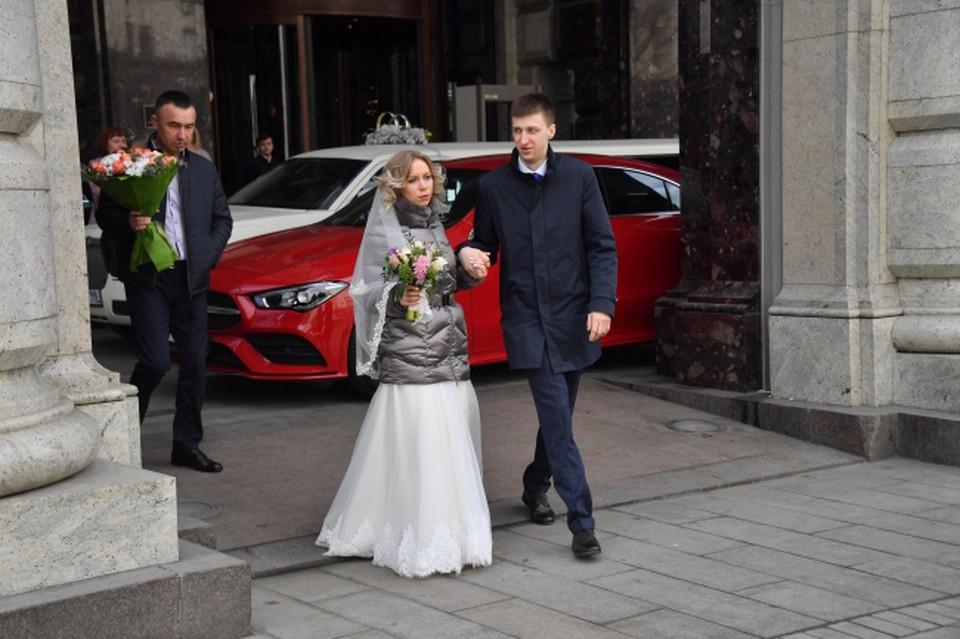 В условиях пандемии свадьбы должны быть скромными.