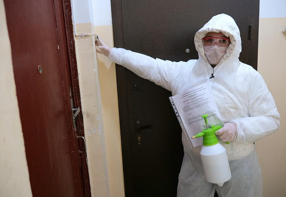 """Журналисты """"КП"""" провели социальный эксперимент, нарядившись борцами с коронавирусной инфекцией."""