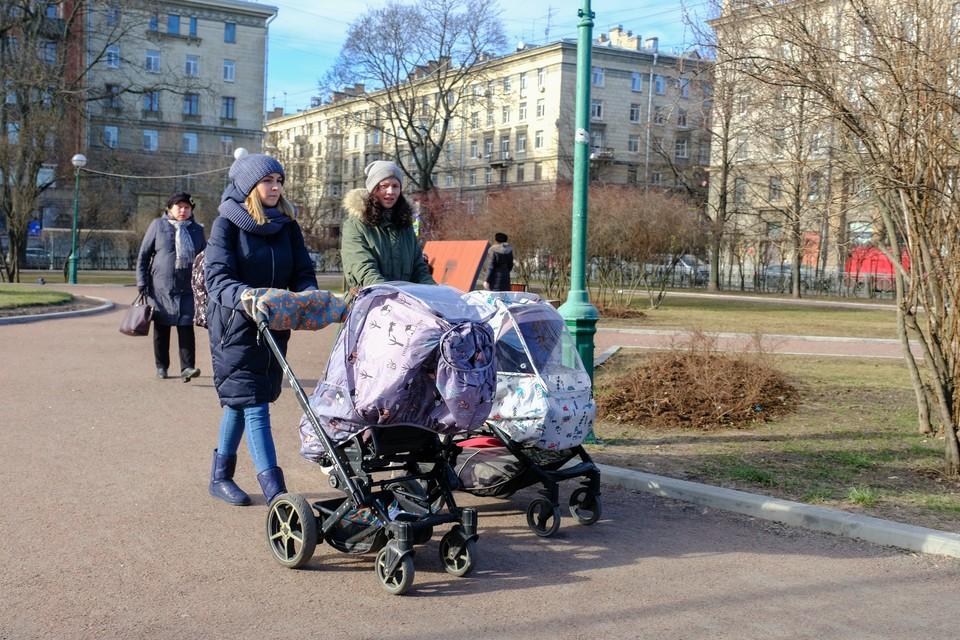 Губернатор рассказал о пособиях на детей в Санкт-Петербурге 2020, как и где получить дополнительно 5 тысяч рублей.