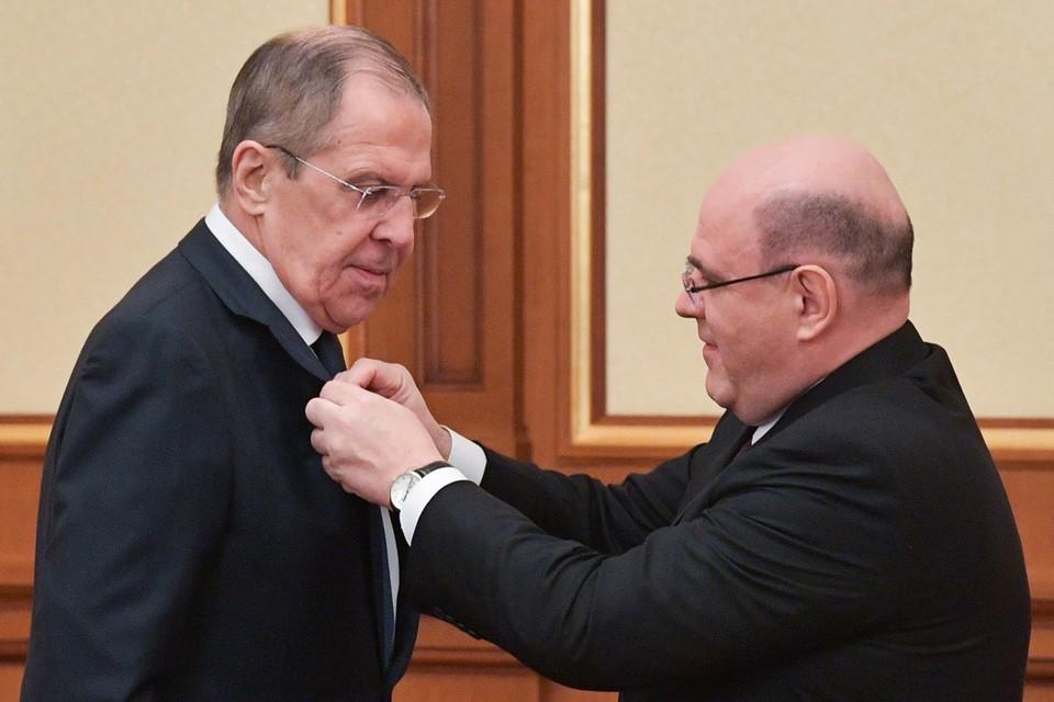 Мишустин наградил Лаврова медалью Столыпина. Фото: Александр Астафьев/ТАСС