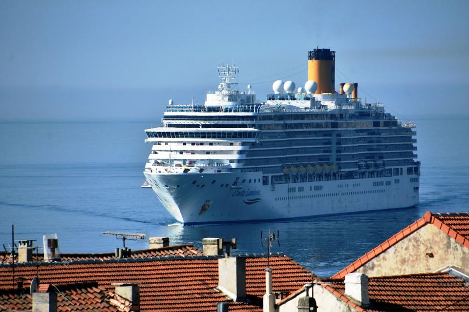 """Российские туристы, проводивший свой отдых на круизном лайнере """"Коста Луминоза"""", сейчас содержатся в четырехзвездочном римском отеле под строгим карантином"""