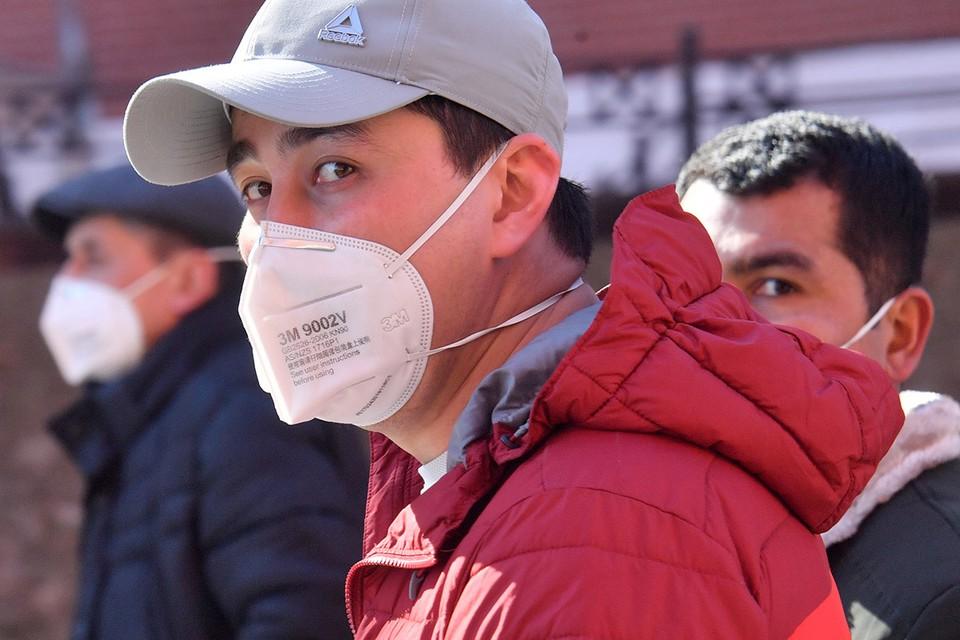 Мигранты на улицах Москвы в дни эпидемии.