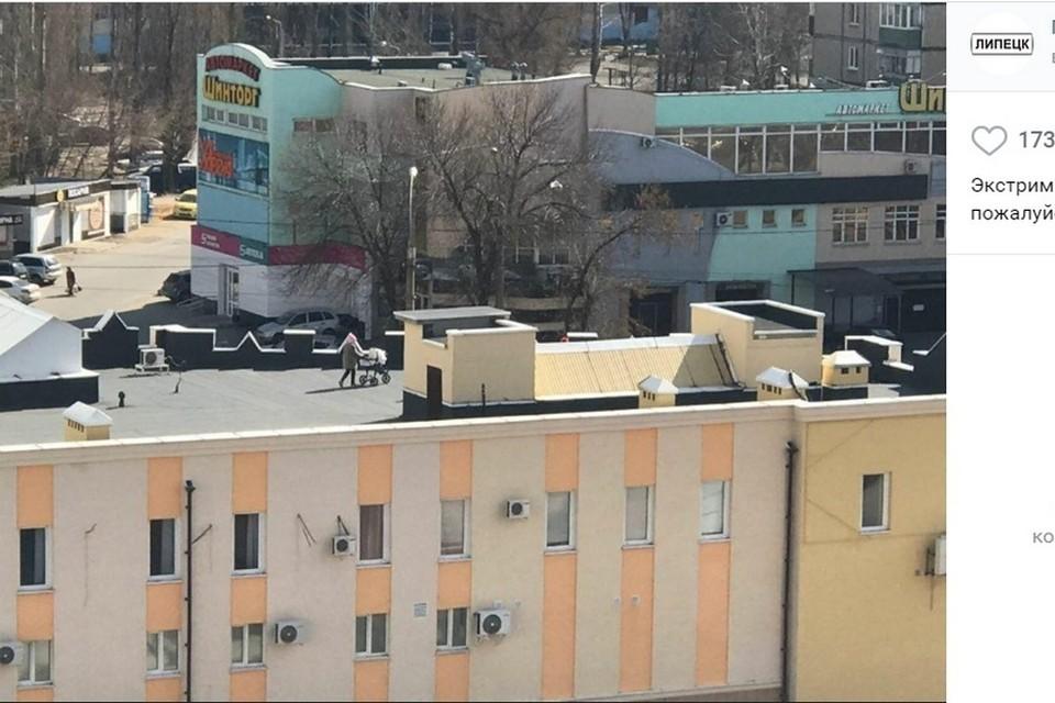 Во время самоизоляции липчане гуляют с детьми по крыше