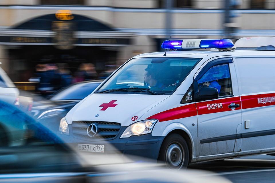 Пока бригада медиков была в пути, врач службы спасения по громкой связи подробно объяснял отцу, какие действия нужно предпринять для спасения ребенка