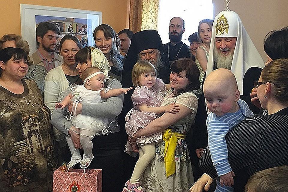 Патриарх в «Доме для мамы» на Пасху в 2016 году.