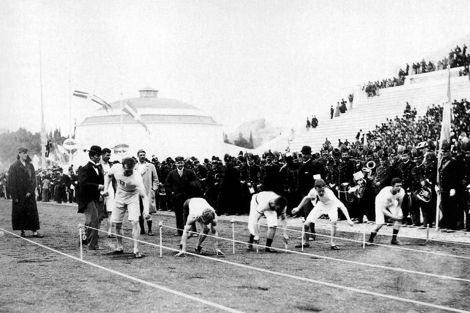 Старт забега на 100 метров на Олимпиаде в Афинах, 1896 г.