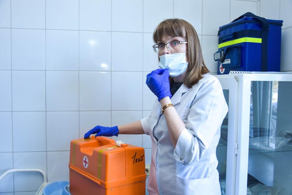 Заболевших COVID-19 в России становится все больше, и больше.