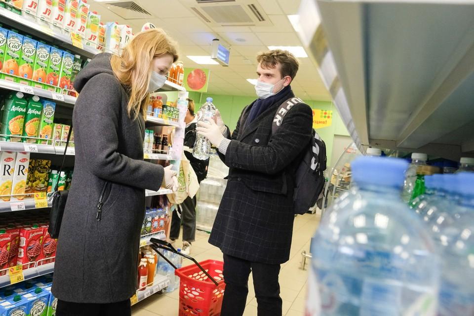 «Комсомолка» приготовила важную инструкцию, как не не подхватить коронавирус в магазина