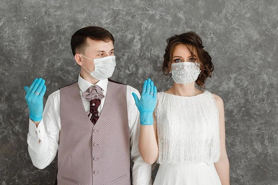 Главные атрибуты этой пары - маски и перчатки. Фото: Матвей ЧЕРКАШЕВ.