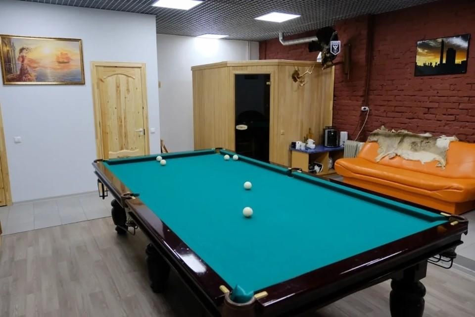 В Петербурге прикрыли бильярдный клуб, который работал во время самоизоляции.