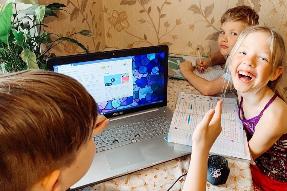 На уроки уходит много времени. Фото: Оксана УСОВА.