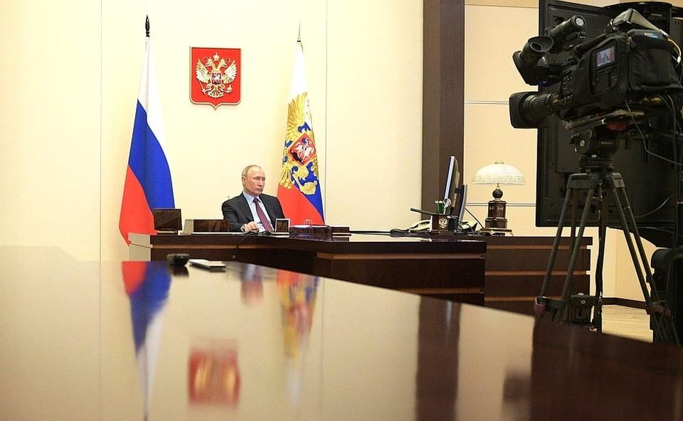 Президент провел совещание по вопросам развития ракетно-космической отрасли