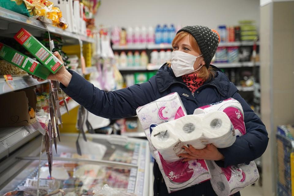 Можно ли заразиться коронавирусом через продукты? Надо ли дезинфицировать покупки из супермаркета? Как быть с упаковкой?