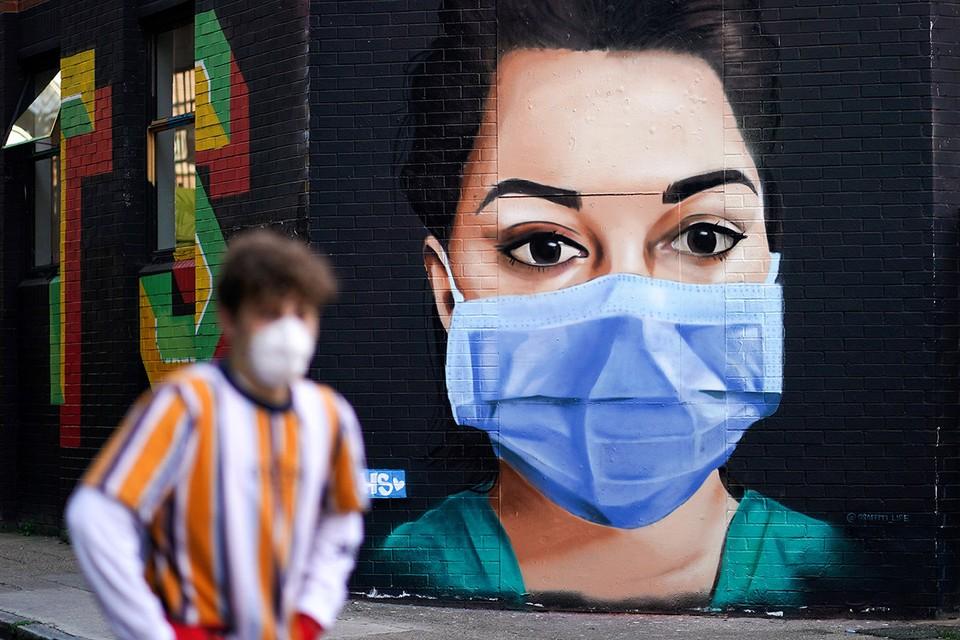 Уличный рисунок на тему пандемии в Лондоне.