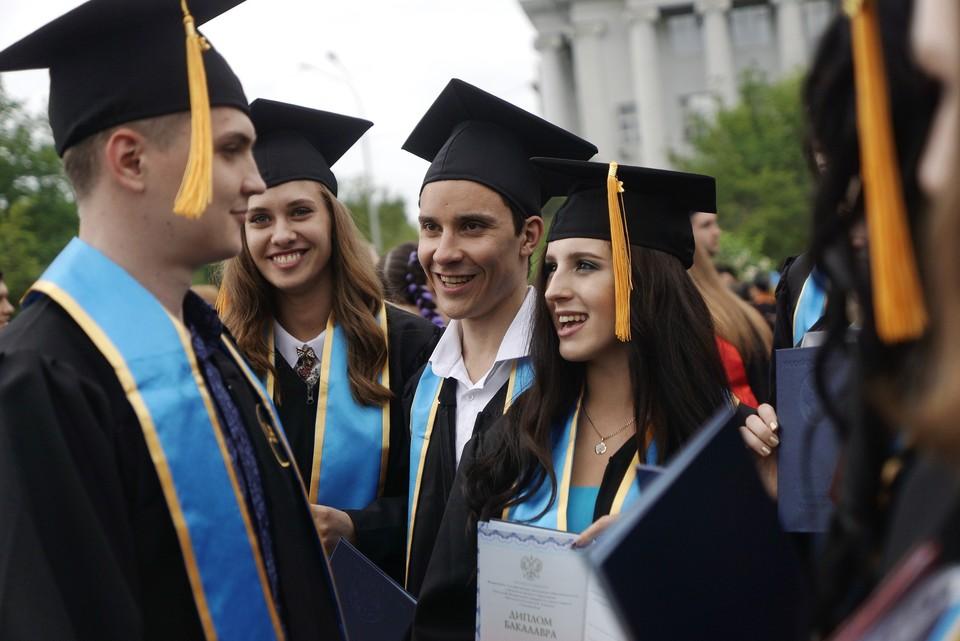 Минобрнауки России работает над вопросом о пересмотре стоимости обучения для студентов