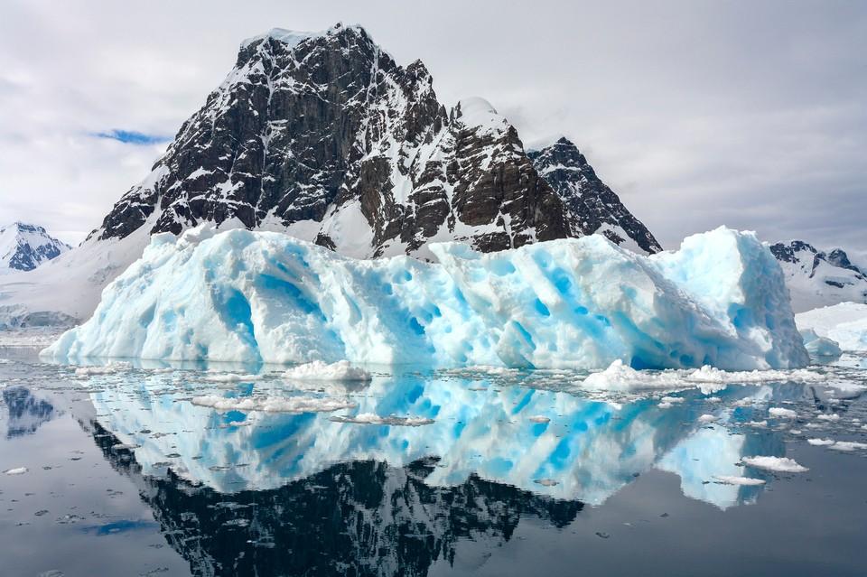 На восточном побережье Антарктического континента впервые обнаружены микрочастицы пластика. Фото: shutterstock.com.