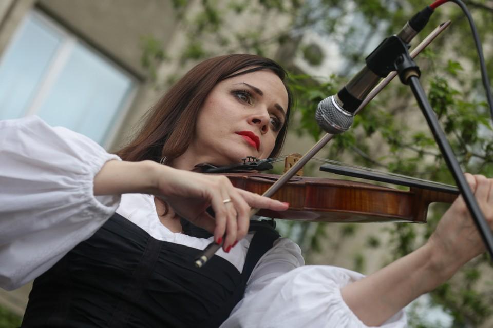 Артисты выступят во дворах домов, где живут ветераны. Фото: Vlc.ru