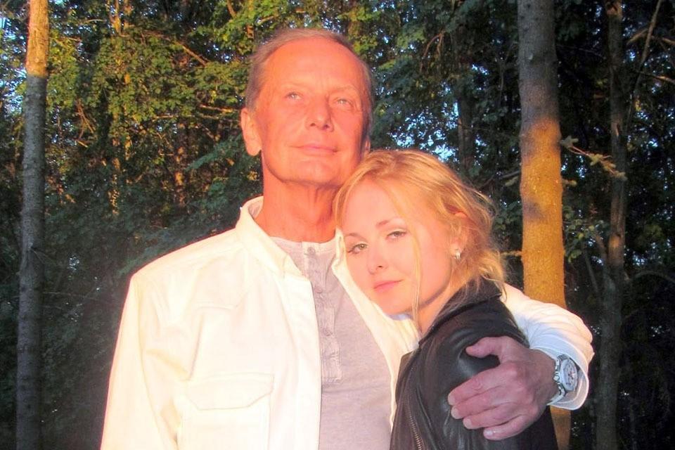 Елена Задорнова - человек непубличный, и фамилией знаменитого отца для собственной популярности никогда не пользовалась.