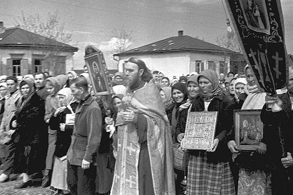 Возобновленные Крестные ходы в первые годы войны.