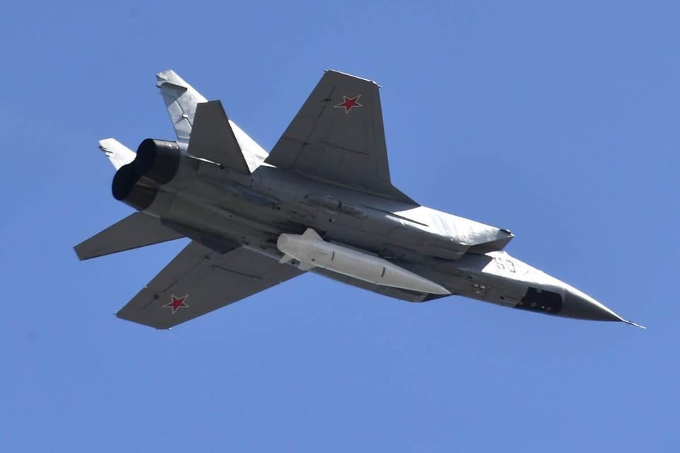 Истребитель-перехватчик МиГ-31К с гиперзвуковой ракетой «Кинжал»