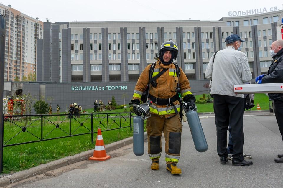 Причиной пожара в больнице Святого Георгия мог стать аппарат ИВЛ.