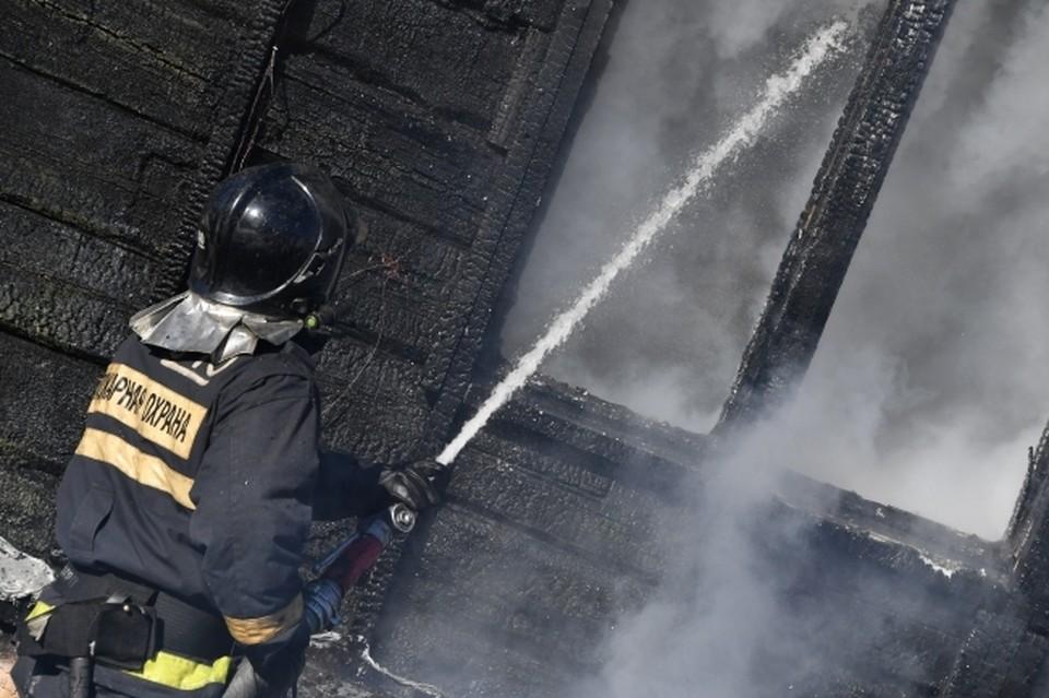 Супружеская пара спасла пожилую нижегородку из горящего дома