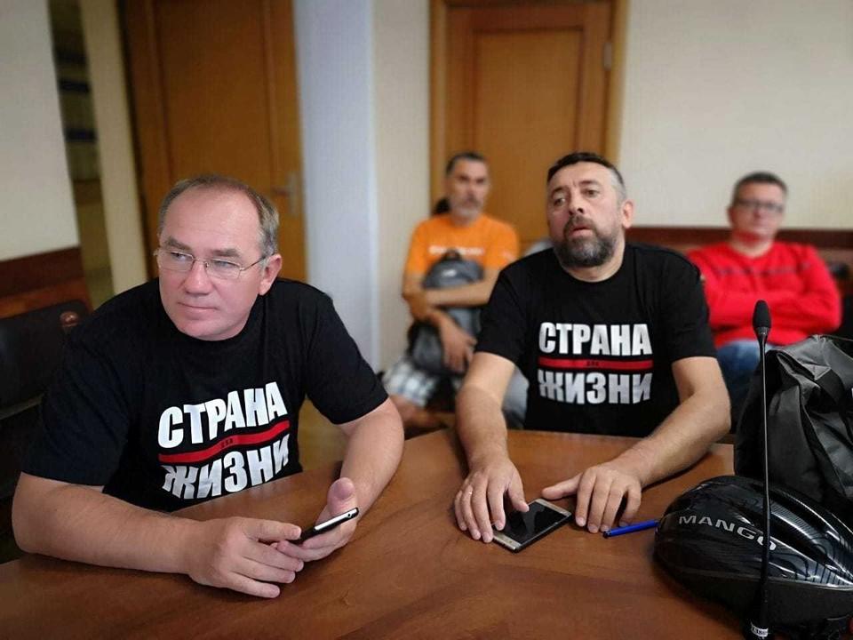 Александр Кабанов (слева) и Сергей Петрухин (справа) заразились коронавирусом. Фото: со страницы Александра Кабанова в Фейсбуке.