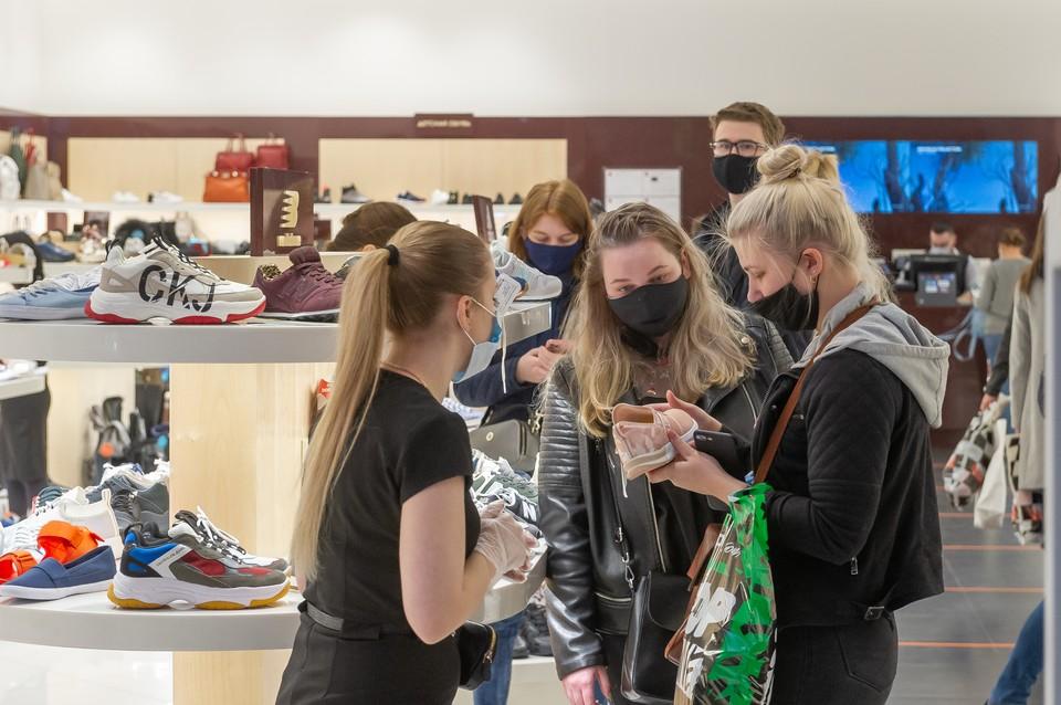 Магазины одежды были несказанно рады покупателям после длительного перерыва