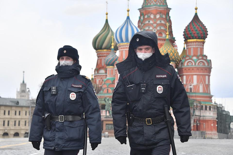 Россия выбрала средний вариант - пытаясь и жизни людей сохранить, и экономику не обрушить.